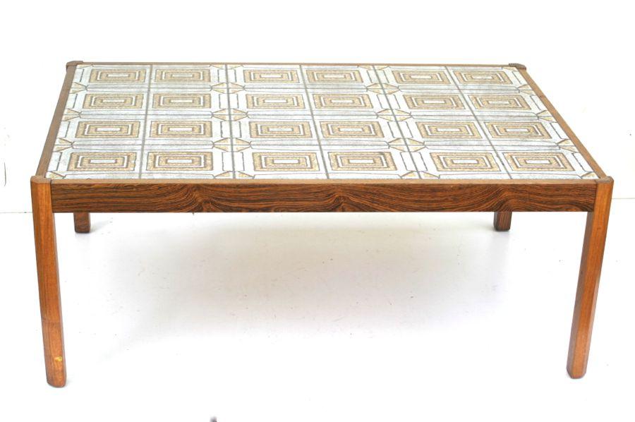 Couchtisch mit fliesen kacheln danish design 60er 70er for Couchtisch mit fliesen